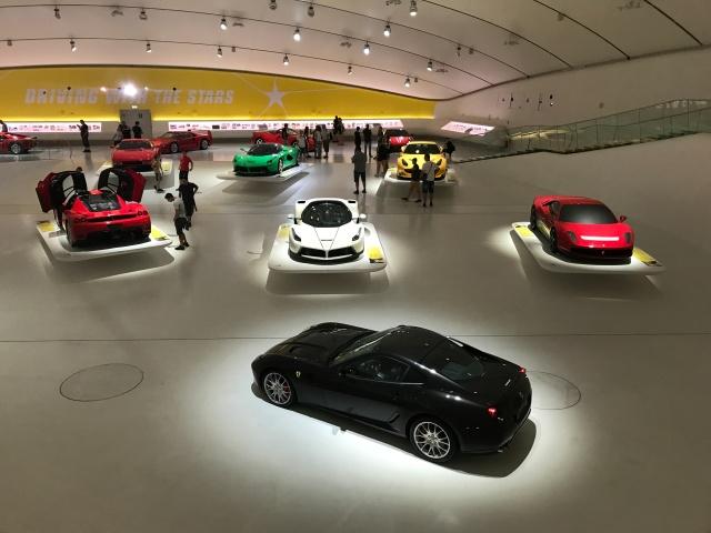A Modena è da visitare il Museo Enzo Ferrari con le sue vetture