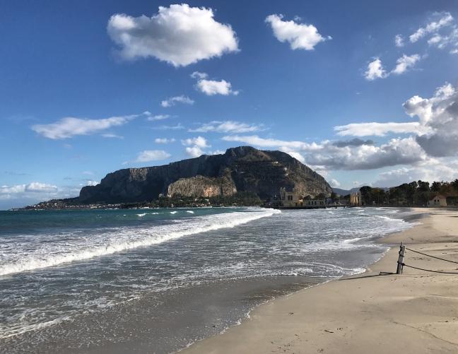 Mondello, la meravigliosa spiaggia di Palermo